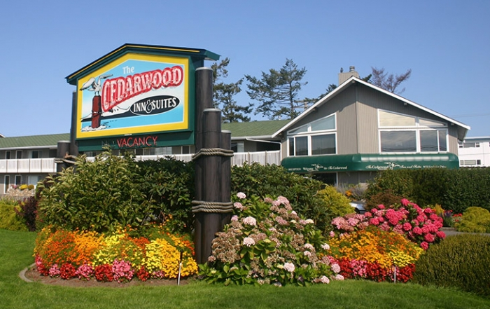 Cedarwood Inn & Suites provides waterfront accommodation in Sidney, Greater Victoria, Vancouver Island, British Columbia.