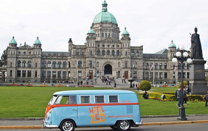 hotel-zed-the-coolest-downtown-shuttle-busses-in-victoria-british-columbia-doris-legislature