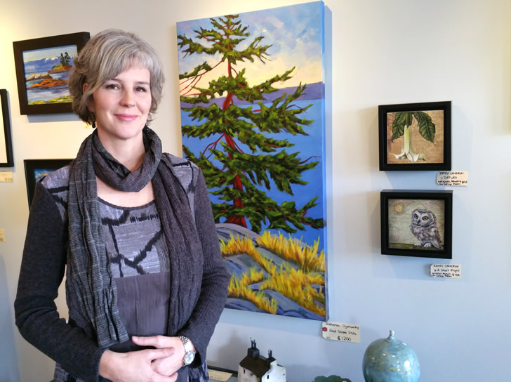 Owner-Jessie-Taylor-Dodd-South-Shore-Gallery-Sooke-Victoria-British-Columbia-728x544
